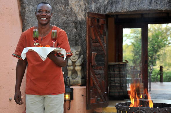 A warm welcome awaits you at Hoyo Hoyo Safari Lodge in the Kruger National Park.